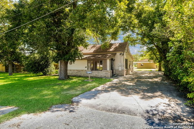 La Vernia Single Family Home New: 406 Seguin