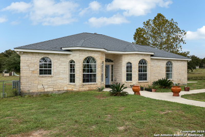 La Vernia Single Family Home For Sale: 210 Bluebonnet Ridge