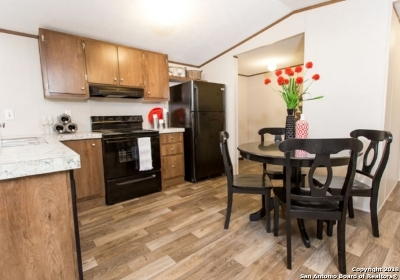 Lytle TX Manufactured Home New: $129,000