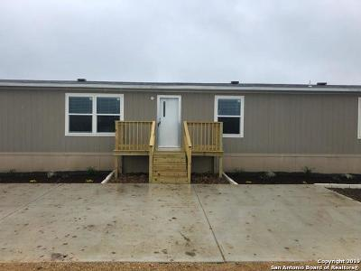 Lytle TX Manufactured Home New: $149,000