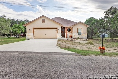Canyon Lake Single Family Home For Sale: 1428 Lasso Loop