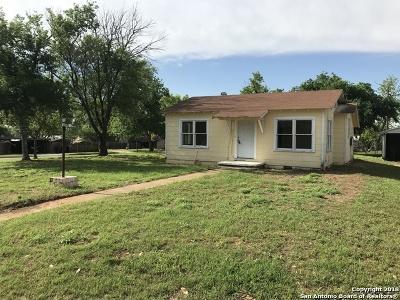 Frio County Single Family Home Active Option: 1216 E Rio Grande St