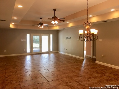 Floresville TX Single Family Home For Sale: $229,000
