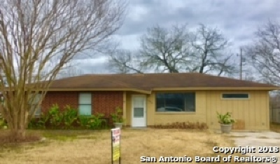 Karnes County Single Family Home For Sale: 103 Woodhaven Dr