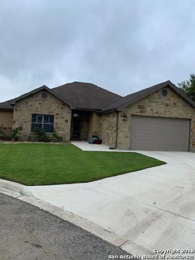 Uvalde Single Family Home For Sale: 49 Garza Ct
