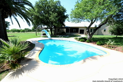 Floresville TX Single Family Home For Sale: $895,000