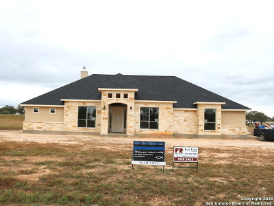 Floresville Single Family Home For Sale: 327 Abrego Lake Dr