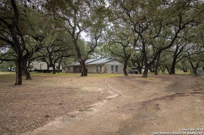 Atascosa County Single Family Home For Sale: 124 Live Oak Dr
