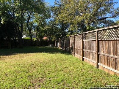 Bexar County Residential Lots & Land For Sale: 958 E Mistletoe Ave