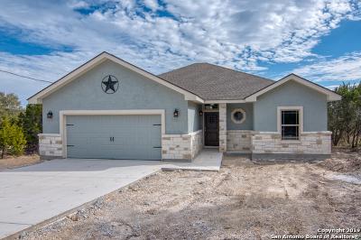 Canyon Lake Single Family Home For Sale: 1011 Rocky Ridge Loop