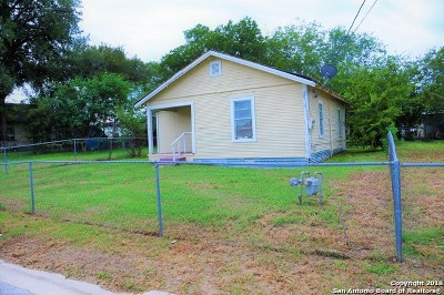 Stockdale TX Single Family Home For Sale: $56,900