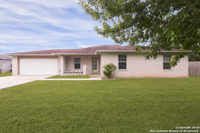 Guadalupe County Single Family Home For Sale: 511 Woodlake Dr