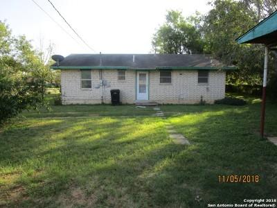 Frio County Single Family Home New: 1121 E Comal St