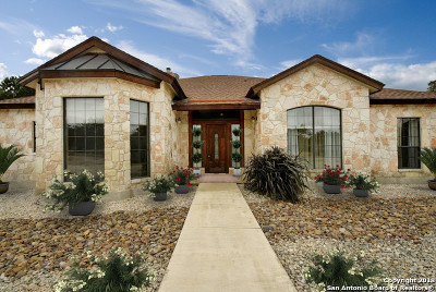 Bandera County Single Family Home For Sale: 152 Creekwood Dr