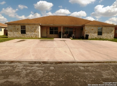 Bexar County Multi Family Home New: 7604 Oak Chase