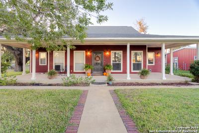 Atascosa County Single Family Home New: 1754 W. Goodwin St.