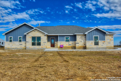 Floresville Single Family Home New: 180 Gentle Breeze