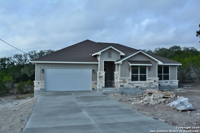 Canyon Lake Single Family Home For Sale: 561 Compass Rose