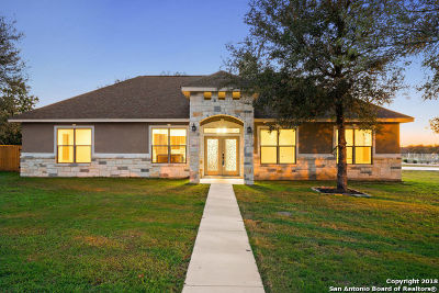 Seguin Single Family Home New: 1310 Hunters Ct