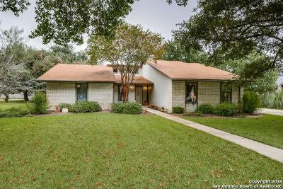 Uvalde Single Family Home For Sale: 104 E Bluebonnet Dr