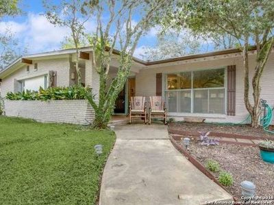 Terrell Hills Single Family Home For Sale: 720 Canterbury Hill St