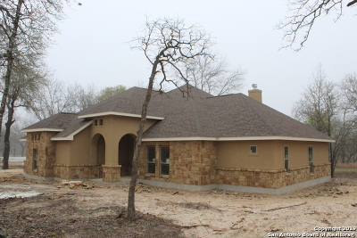 La Vernia Single Family Home For Sale: 285 Cibolo Ridge Dr.