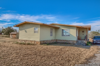 Floresville Single Family Home For Sale: 8843 County Road 401