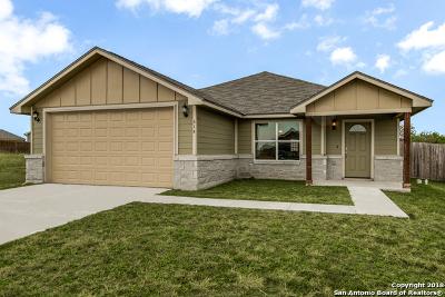 Karnes County Single Family Home For Sale: 614 Cadena Loop