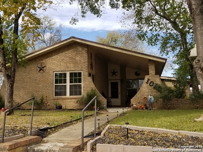 Atascosa County Single Family Home For Sale: 1010 Maia St