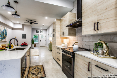Single Family Home Active Option: 1306 Bailey Ave