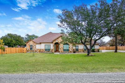La Vernia Single Family Home For Sale: 229 Vintage Ranch Circle