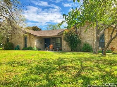 Floresville Single Family Home For Sale: 105 Oak Lane Dr