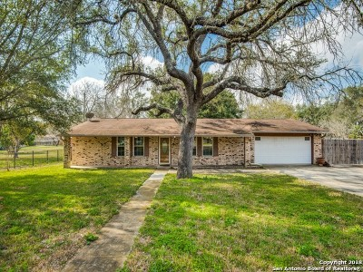 Atascosa County Single Family Home New: 1211 Mockingbird Circle