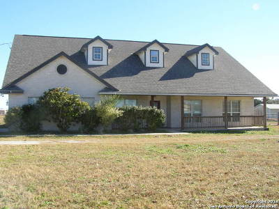 Floresville Single Family Home Active Option: 142 Shannon Ridge