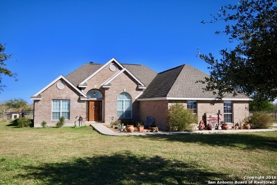 Floresville TX Single Family Home For Sale: $299,900