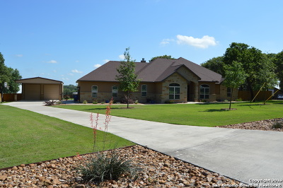 La Vernia Single Family Home Active Option: 180 Copper Ridge Dr