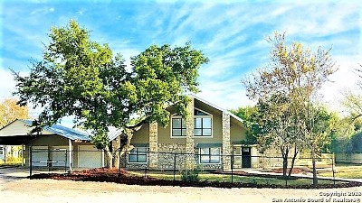 Canyon Lake Single Family Home For Sale: 671 Hampton