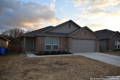 Seguin Single Family Home New: 1509 Gateshead Dr
