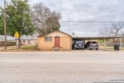 Atascosa County Single Family Home New: 622 Avenue H