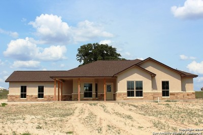 La Vernia Single Family Home New: 205 Bluebonnet Ridge