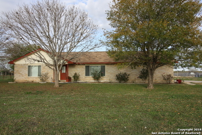 Atascosa County Single Family Home New: 622 Deer Trail Dr