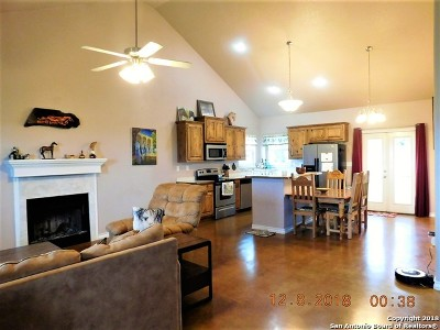 Stockdale Single Family Home For Sale: 544 County Road 448