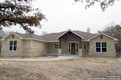 La Vernia Single Family Home New: 303 Cibolo Ridge Dr