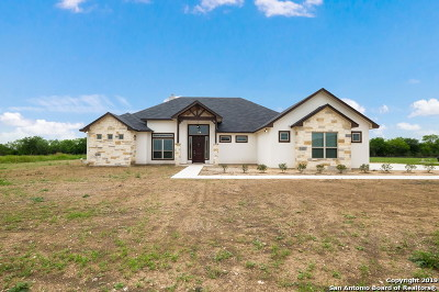 Guadalupe County Single Family Home For Sale: 190 Siena Wds