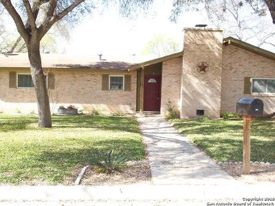 Uvalde Single Family Home For Sale: 706 Airline Dr