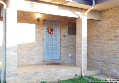 Frio County Single Family Home Active Option: 309 W Miller St