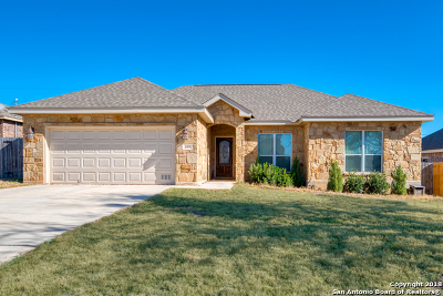Floresville Single Family Home For Sale: 109 Ridgecrest
