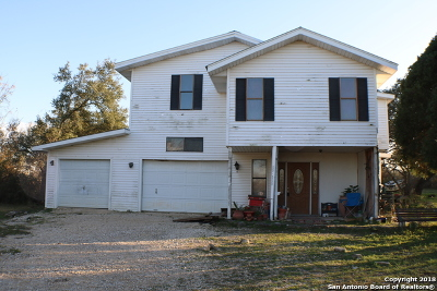 Castroville Single Family Home For Sale: 122 County Road 5720