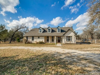 Floresville TX Single Family Home For Sale: $360,000