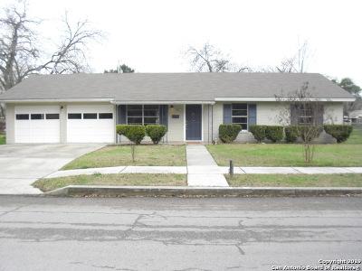 Seguin Single Family Home Active Option: 958 E Cedar St